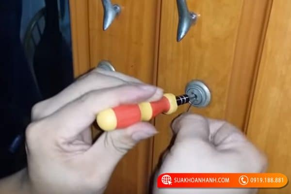 Khám phá cách mở khóa tủ khi mất chìa tại nhà