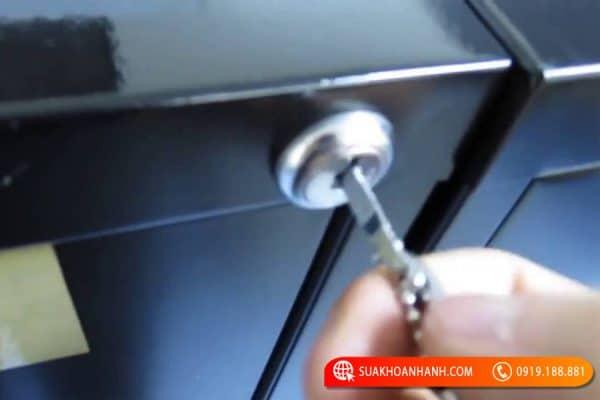 Gợi ý những cách phá khóa tủ đơn giản nhất
