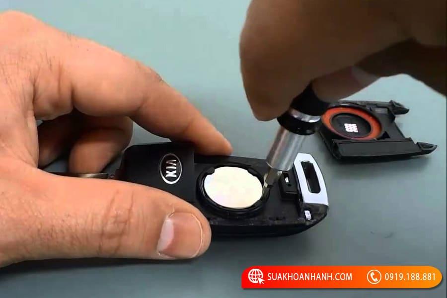 Thay pin chìa khóa Kia Morning