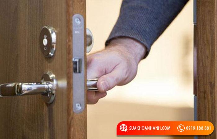 Khóa cửa tay gạt có ưu điểm gì?