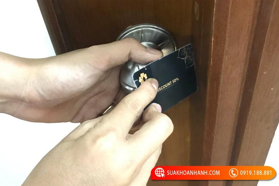 cách mở ổ khóa cửa