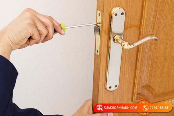 Cách sửa khóa tay gạt hiệu quả tại nhà bạn nên biết