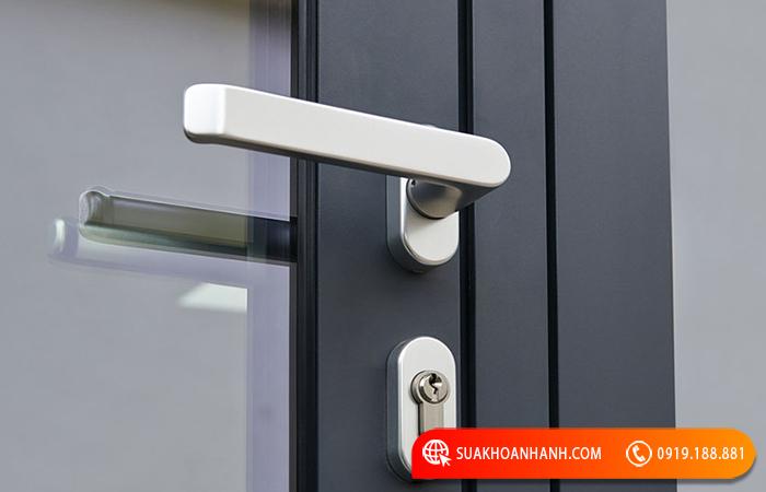 Hướng dẫn chọn khóa tay gạt cửa nhôm giá rẻ tốt nhất