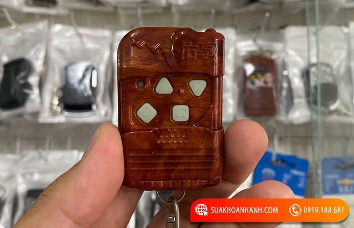 Mẫu 10: Điều khiển cửa cuốn YH 1A2 4 nút