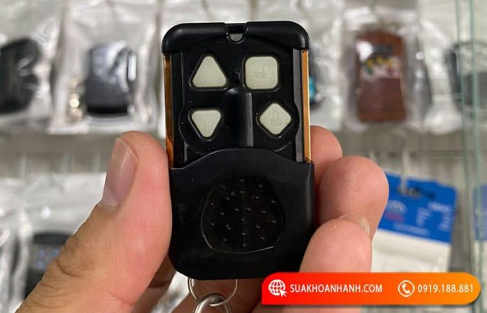 Mẫu 11 : Điều khiển cửa cuốn YH 1B2 4 nút