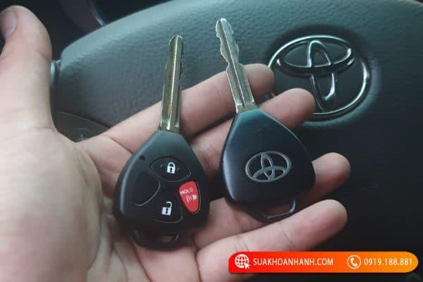 Làm chìa khóa Toyota Altis, Yaris, Avanza… hết bao nhiêu?