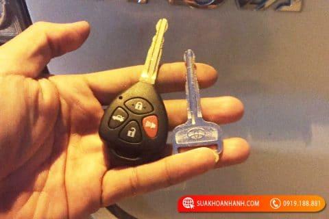 làm chìa khóa ô tô tại việt trì